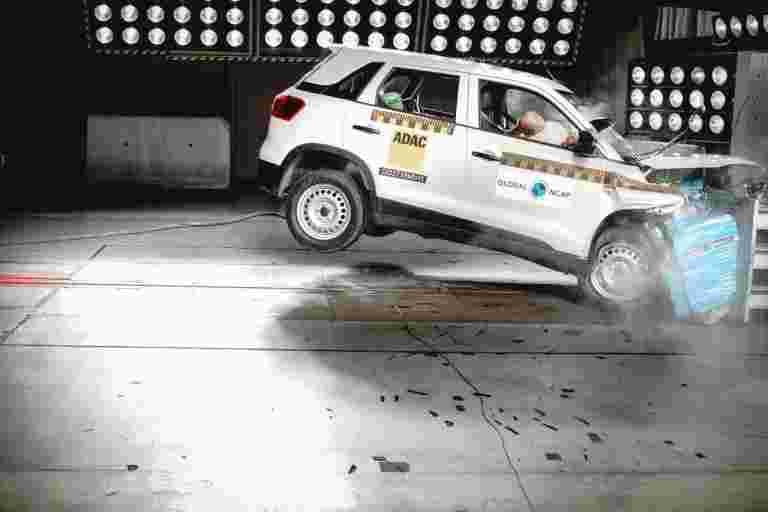4月1日的新车强制性的双前锋安全气囊