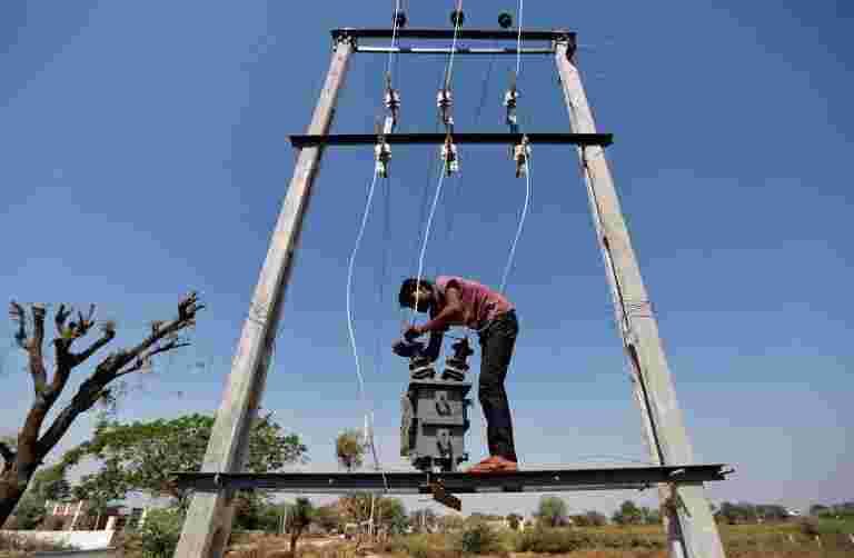 报告称,私人电力公司希望立即将国有僵局明确枯竭