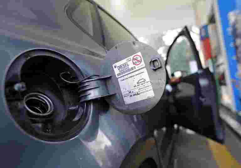 汽油瀑布,柴油保持不变。在这里查看价格