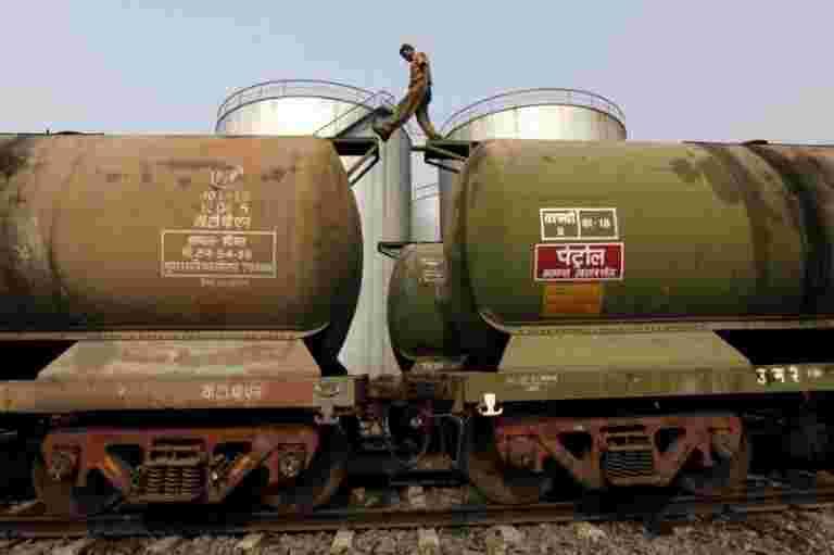 印度州炼油厂附近的第一届年度交易购买俄罗斯石油