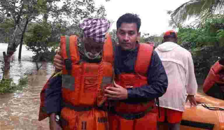随着下雨和山体滑坡继续困扰喀拉拉邦的成千上万