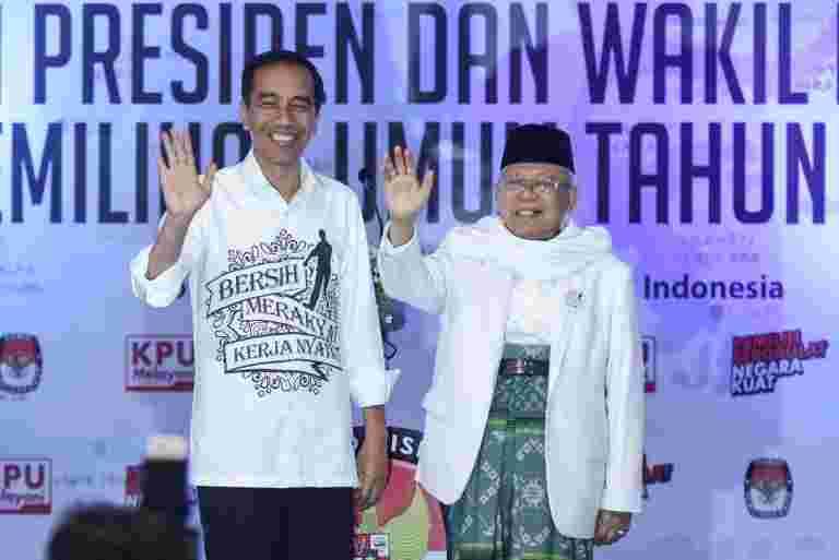 印度尼西亚的总统是摩托车特技后的社交媒体袭击