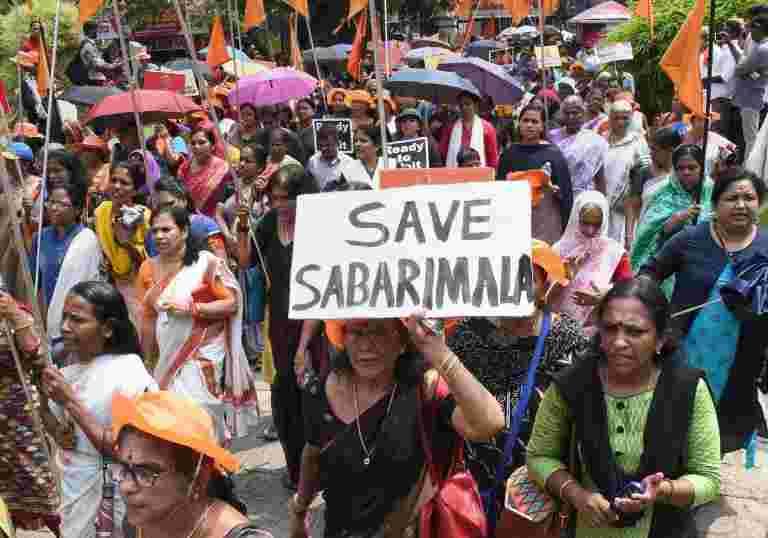 Sabarimala Temple在SC订单上抗议抗议活动